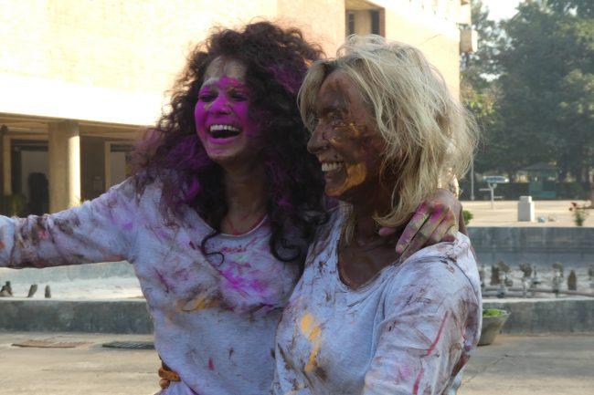 To kvinner med maling i ansiktet.